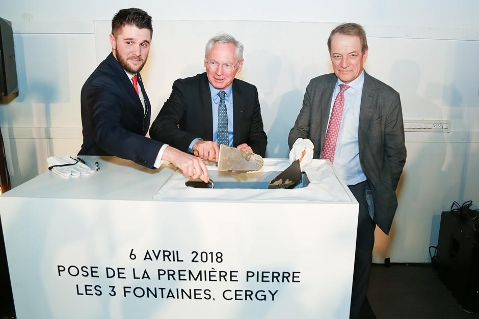 Karl Tailleux, Jean-Paul Jeandon et Dominique Lefebvre lors de la pose de la première pierre.